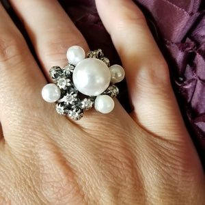 Silver, pearl & crystal stretchy ring